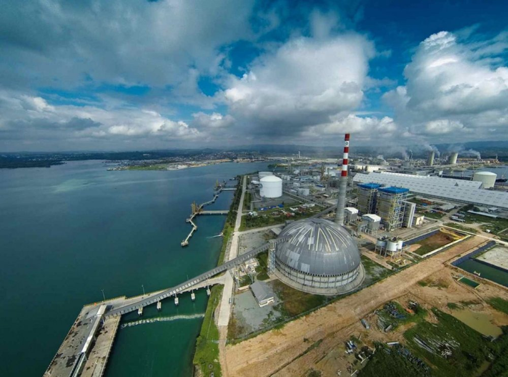 This quayside fertilizer storage dome defies saltwater and typhoon winds as ships sail in and out of port.