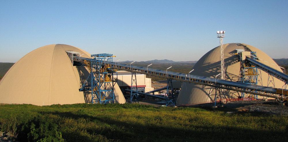 Los imponentes domos gemelos de 58m en España para la Mina de Aguas Teñidas, almacenan mineral.