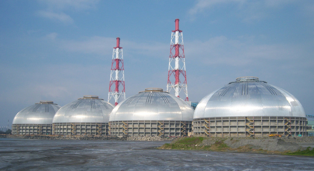 Hsin-Ta Station in Taiwan is home to four massive silos designed for Tai Power. Like the Nemak structures, all four are identical in shape. Each circular coal storage domes spans 126m and is built to withstand typhoon-force winds and corrosive saltwater.