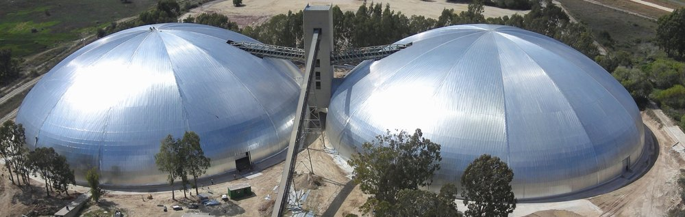 Gemelos de 113m de diámetro, almacenando caliza en la planta Lafarge, Lichtengurg, Sudáfrica.