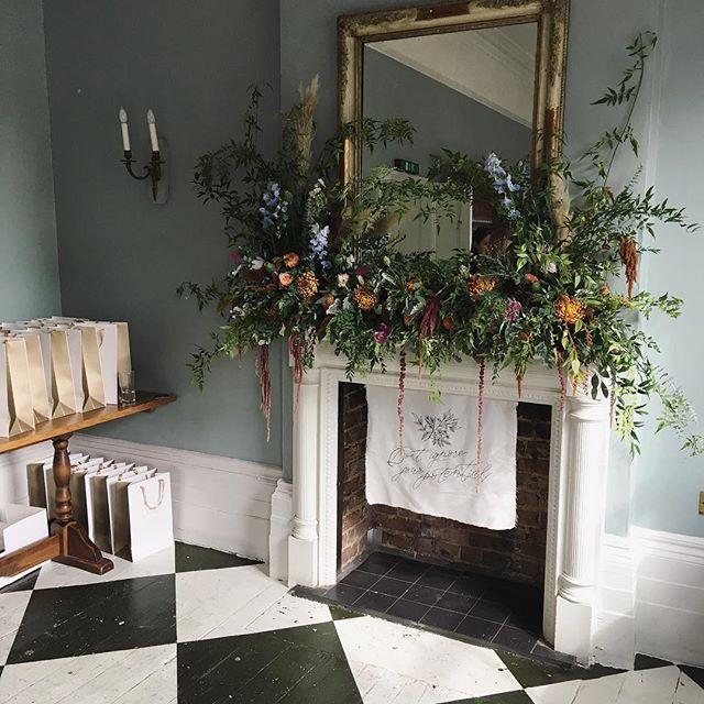 On Friday we had the absolute pleasure of attending the #groundedcreativesmeetup hosted by Nancy Straughan. Not only was the room beautifully styled; flowers that looked so magical they look like they were literally growing from the mantle piece @irisandco_floraldesign and the most incredible cake by @blushingcook we also got to meet some intuitive, inspirational and genuinely lovely people. 'Don't ignore your potential'