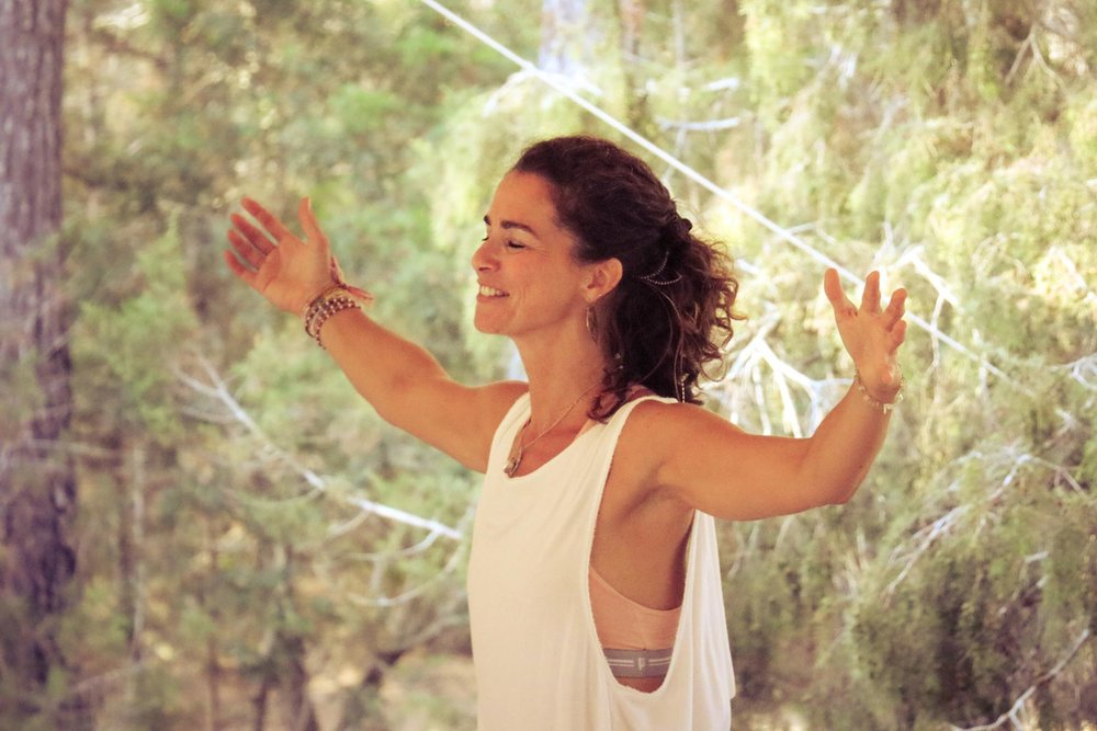 My program provides a variety of formats to rest, reorient, nourish, expand, and recharge your energy. Dynamically adapted to your individual needs and wishes. And it grows and evolves with you. - Creative Arts, Yoga, Soul Motion, one-on-one sessions, community classes, or a combination of all formats will be used in our journey. With nature by our side.