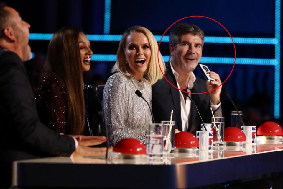 https://www.thesun.co.uk/tvandshowbiz/6427108/simon-cowell-holding-bgt-semi-finals-hand-fan/