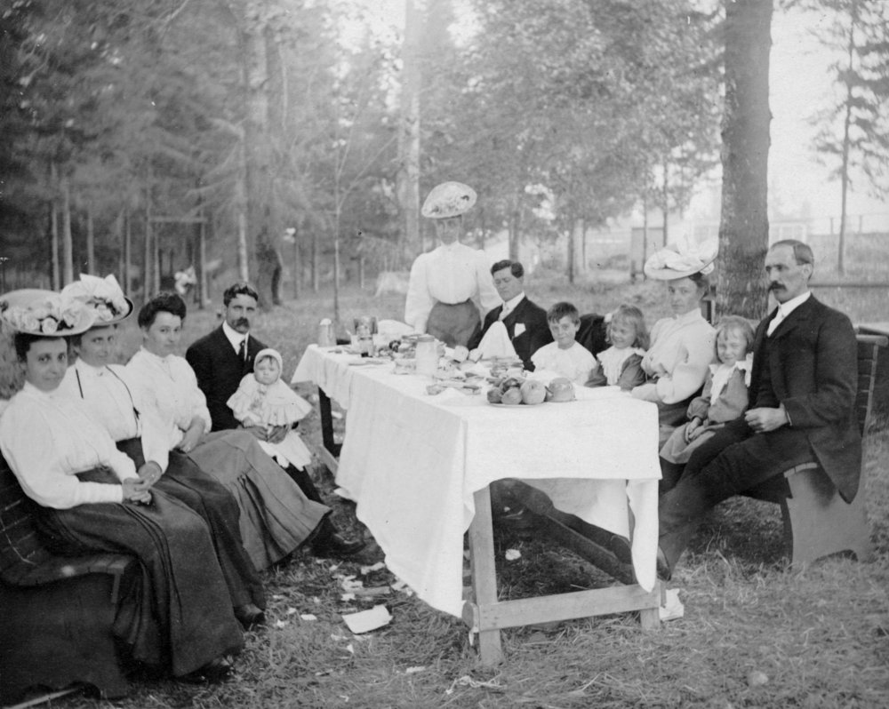 The Vosper family picnicking in Burnaby's Central Park in the early 1900s.  Source : City of Vancouver Archives.