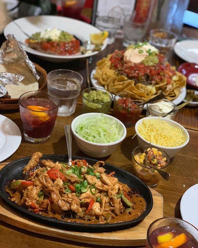 Christmas Feasts 😍 Chicken Fajitas, Large Grande Nachos and Sangria  #manlymexican #lovemanly #deliveroo #nachos #guacamole #fajitas #sangria #Christmas #foodporn #foodie