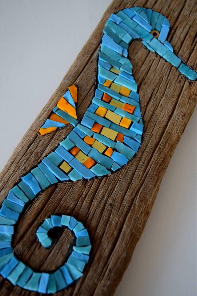 Seahorse in Driftwood (Smalti, Gold Smalti)