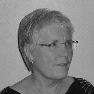Jette Slagslunde , Arbejdsmarkedsrådgiver  jette@asnaes-vangstrup.dk  +45 70 23 48 08  Jette har via en mangeårig karriere i hospitality-orienterede fagforbund etableret en position som den foretrukne rådgiver når det gælder ansættelses- og overenskomstforhold. Hun kender såvel arbejdstagers som arbejdsgivers interesser og kan således frembringe langtidsholdbare aftaler med to vindere.