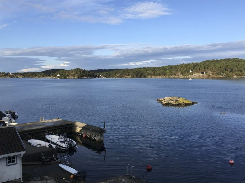 Det planlegges å legge en flytebrygge ut fra den offentlige brygga på Hauketangen. Foto: Camilla Knutsen.
