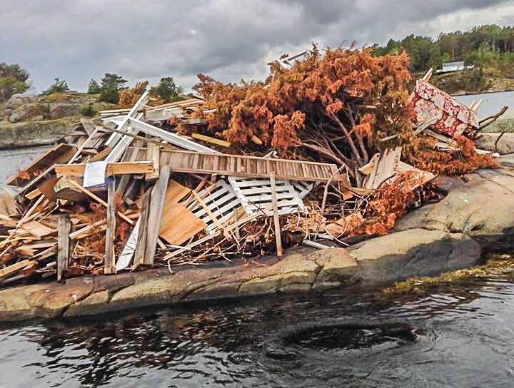 Slik ser det ut på Gulskjær nå. Kommunen vil gjerne komme i kontakt med dem som har lagt avfallet her, og vil bidra til å finne en løsning. Foto: Per Rudi Bekkvik