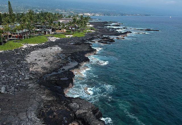 Floating above some lava rocks on the Kona Coast of Hawaii's Big Island 🚁🌴 . . . . . #hawaii #hawaiilife #kona #bigislandhawaii #bigisland #worldnomads #escapetravel #travel #explore #coast #beach #beachlife