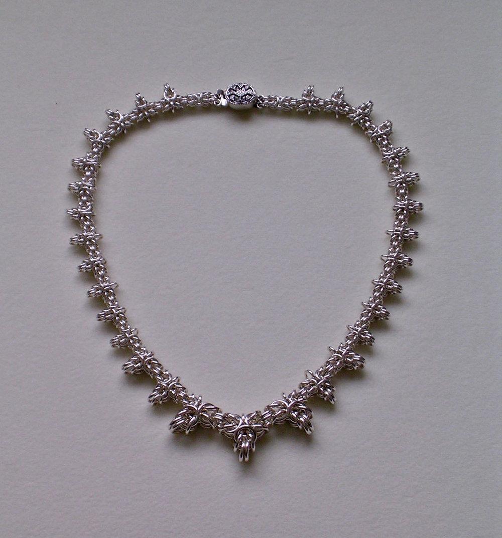 Byzantine Graduate Trefoil weave necklace