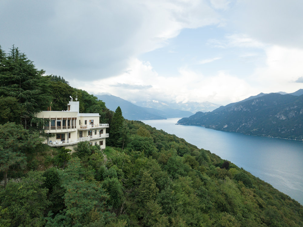 Gallery - When you write a love story, let it be set among the banks of the Lake Como.