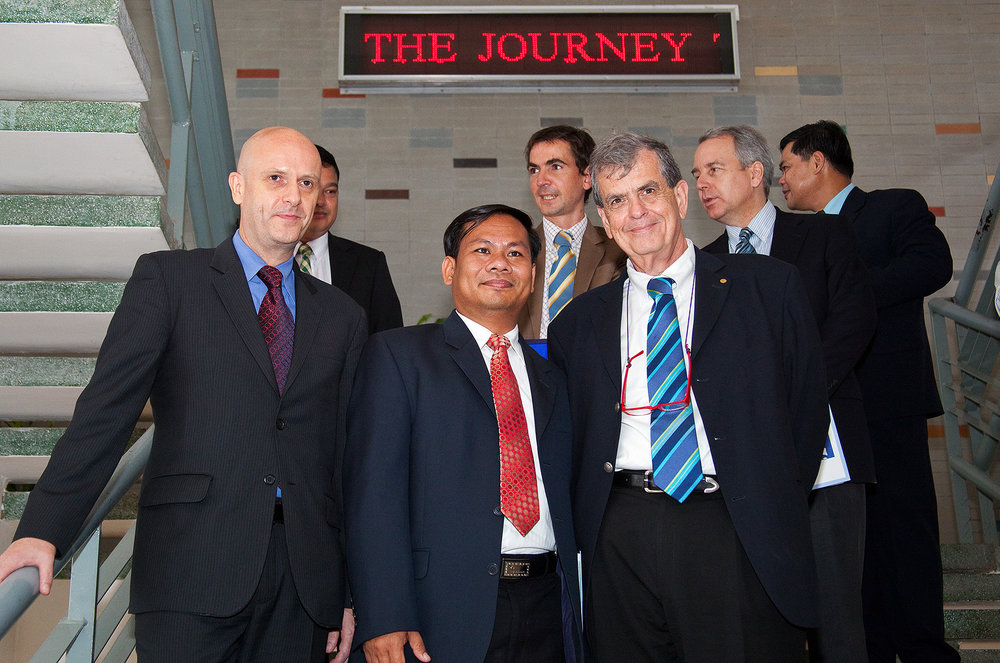 'Prof. Aaron J. Ciechanover, Uwe Morawetz Phnom Penh Royal University, Bridges, Int. Peace Foundation