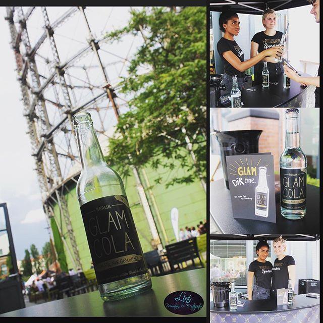 Verkostung & Promotion für GLAM COLA beim Sommerfest ☀️💦🌴 #glamcola #kreuzberg #berlin #hauptstadt #schöneberg #gasometer #gasometerschöneberg #eurefcampus #bio #vegan #vegandrink #glamdireine #klarecola #bio #drink #fun #tasty #happy #keinstilnurgeschmack #glamcolaberlin #cheers #linipromotion