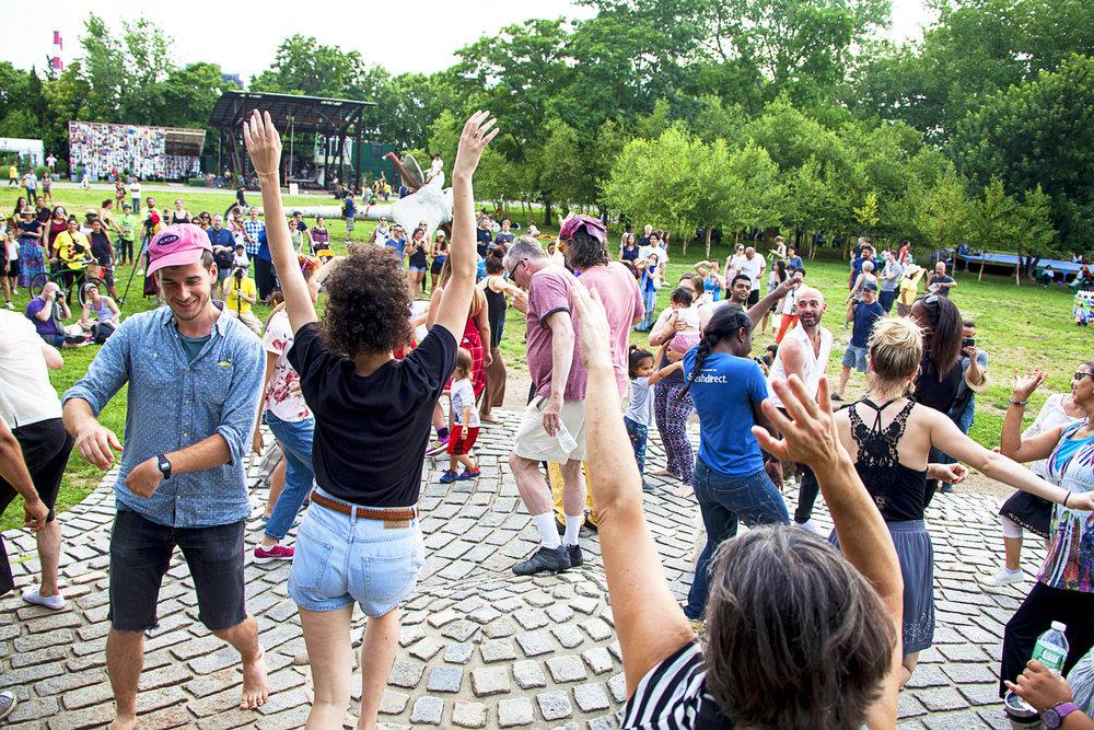 Audiences at Socrates Sculpture Park at INSITU 2017.jpg