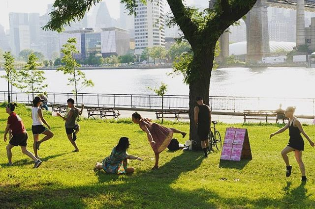 Another amazing INSITU community dance workshop led by @un_pez_verde at INSITU 2018. 🙏🏼 . .  #insitu #insitudancefestival  #insitudance #sitespecificdance #sitespecific #sitespecificart #dance  #dancefestival #nyc #longislandcity #queens #dancenyc #contemporarydance #performance #danceperformance #danceinpublic #SpeakingInDance #tanz #art #danceinpublic #danceeverywhere #connect #engage #play #create #inspire #insitudance2018 #dancer #dancecommunity #communitydance  Photos by @stephen_delas
