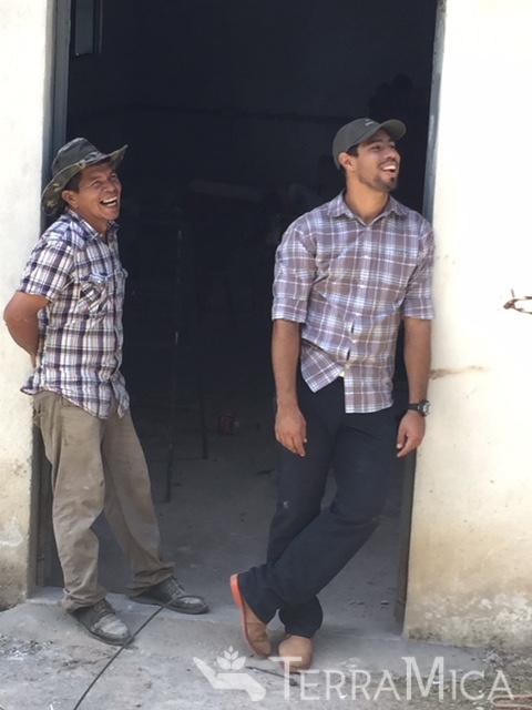 tm-la-cayetana-jorge-n-farmer-laughing-20159.jpg
