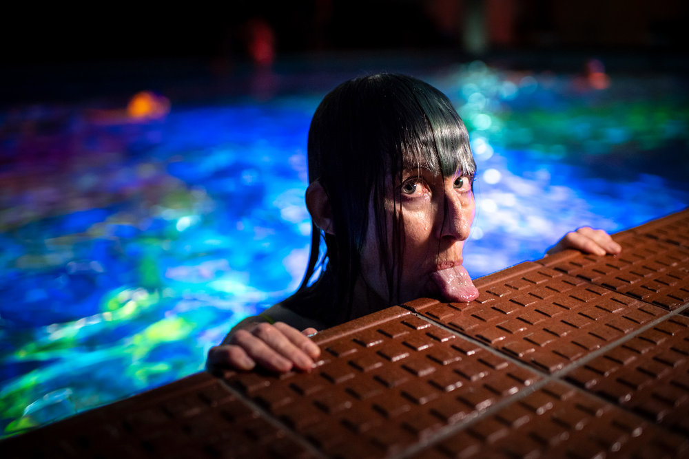 """Swiss artist Pipilotti Rist strikes a pose during her worldwide unique art performance on coral death entitled """"Toi comme le corail symbiotique"""", in Bern, Switzerland, on Sunday, October 7, 2018. In a public indoor swimming pool, people immerse themselves in a colour world of the oceans specially created to draw attention to the death of corals. (KEYSTONE/Anthony Anex)   Ref: 356978419"""