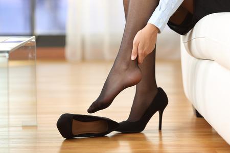 56102236_S_high_heels_pain_foot_haglunds.jpg