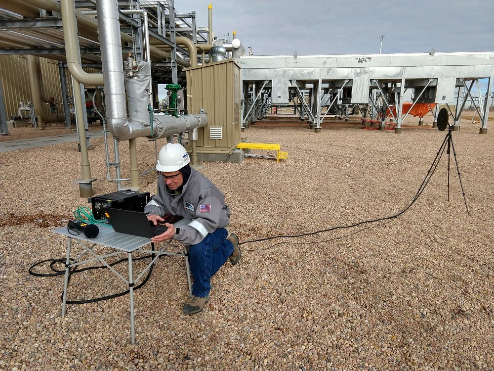 A Wave Engineer investigates pipe flow noise with the acoustic camera