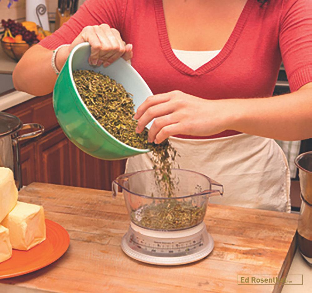 Measuring marijuana using scale