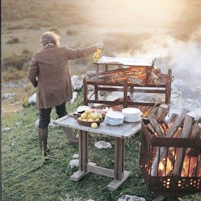 Truely awe inspiring watching @francismallmann dedication to cooking by fire. He has so much knowledge of elemental cooking, Gosh it would be cool to see live. I get so much inspiration from the guy. 📷.....