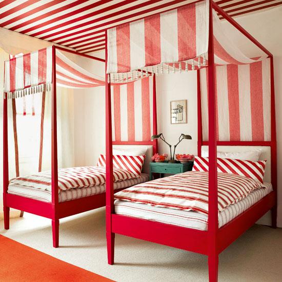 Red-bedroom-Modern-HomesGardens.jpg