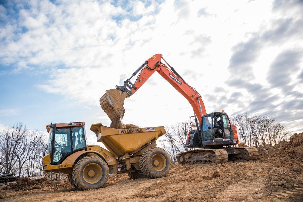 Doosan 235 Excavator loading a Hydrema truck
