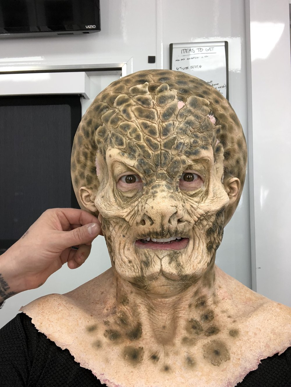 Mike Henry transforming into Dann the Alien.