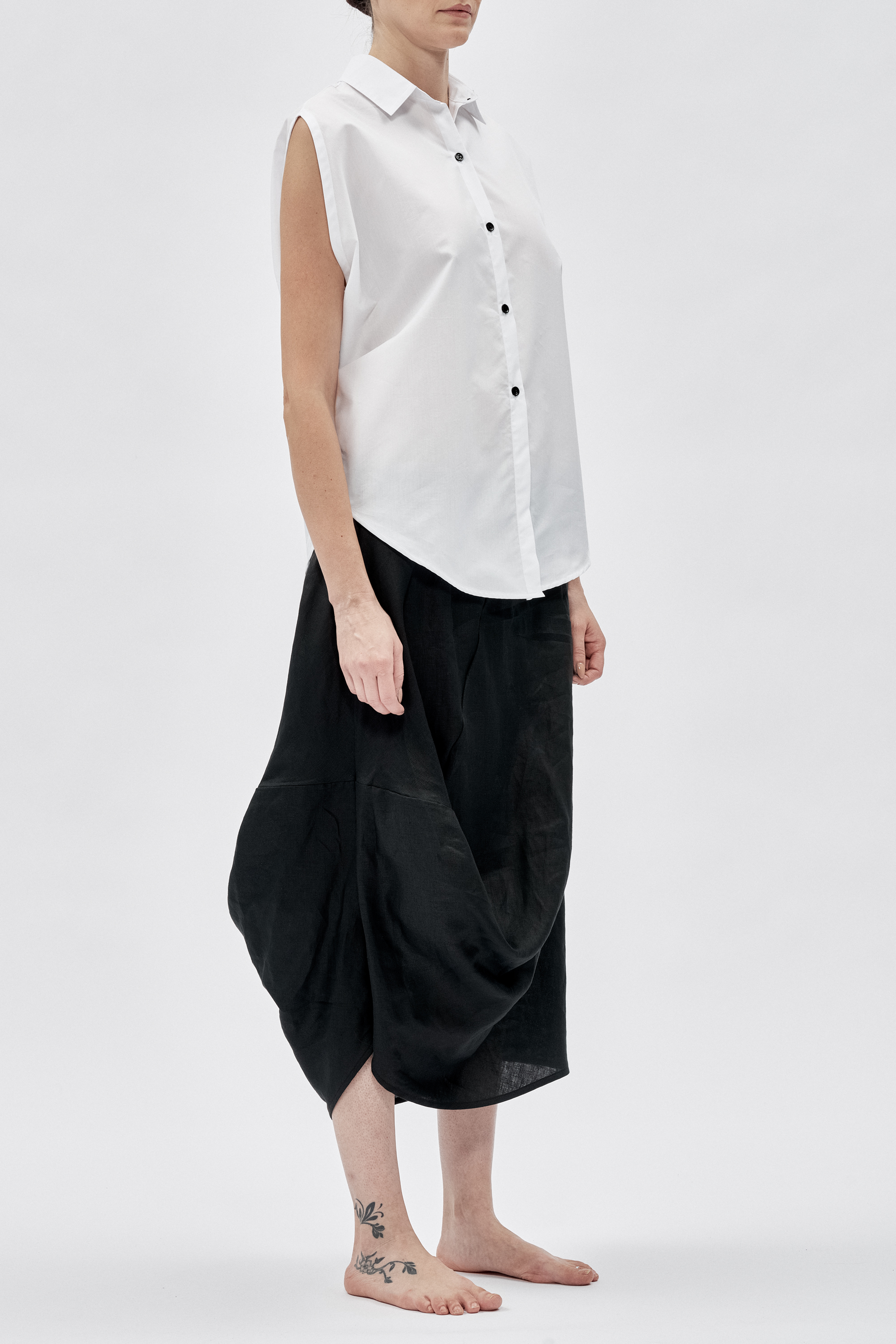 2bc8755be8549 OVERSIZED FUTURISTIC WHITE SHIRT — AryaSense