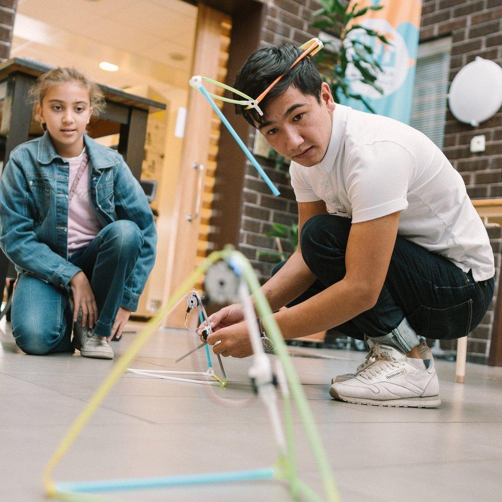 Våra 1-3 timmars workshops skapar ökad förståelse för hur ni kan jobba med maker-aktiviteter för ökad digital delaktighet. Det går även bra att kombinera med 10-30 min inspirationsföreläsning.