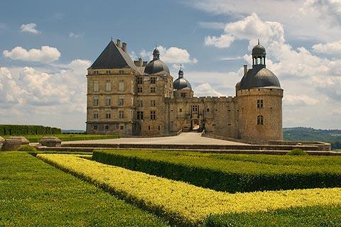 chateau-hautefort.jpg