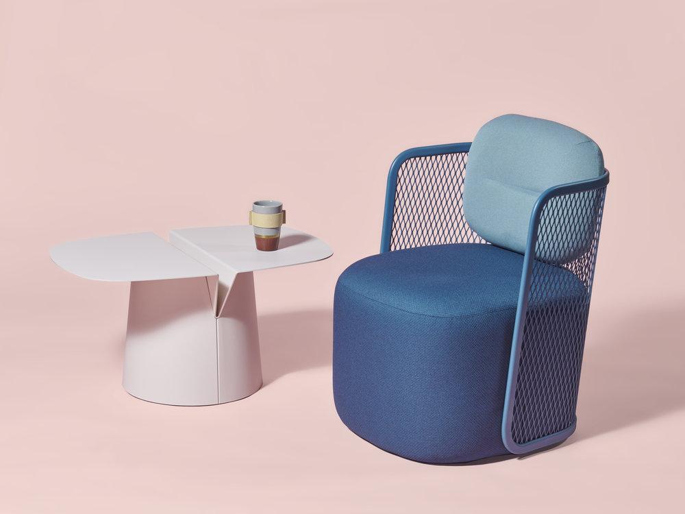 Fauteuil Ingrid de Bastien Chapelle _ Table basse Leaf de Matthieu Pauthe _ La Manufacture du Design © La Manufacture du Design
