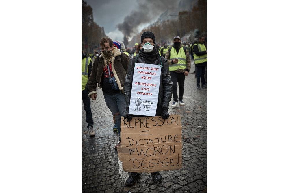 Gilets_Jaunes_Riots_Paris16-2.jpg
