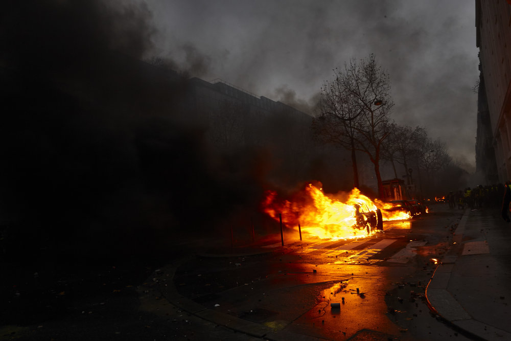 Gilets_Jaunes_Riots_Paris-1DEC-04.JPG