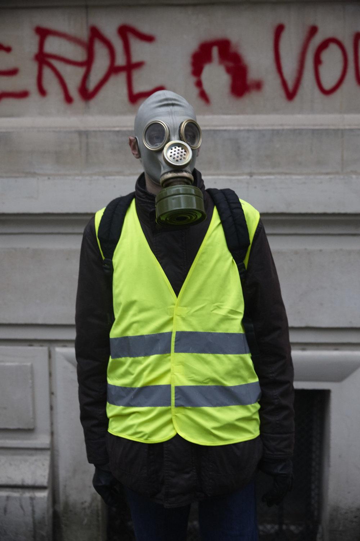 Gilets_Jaunes_Riots_Paris-1DEC-05.JPG