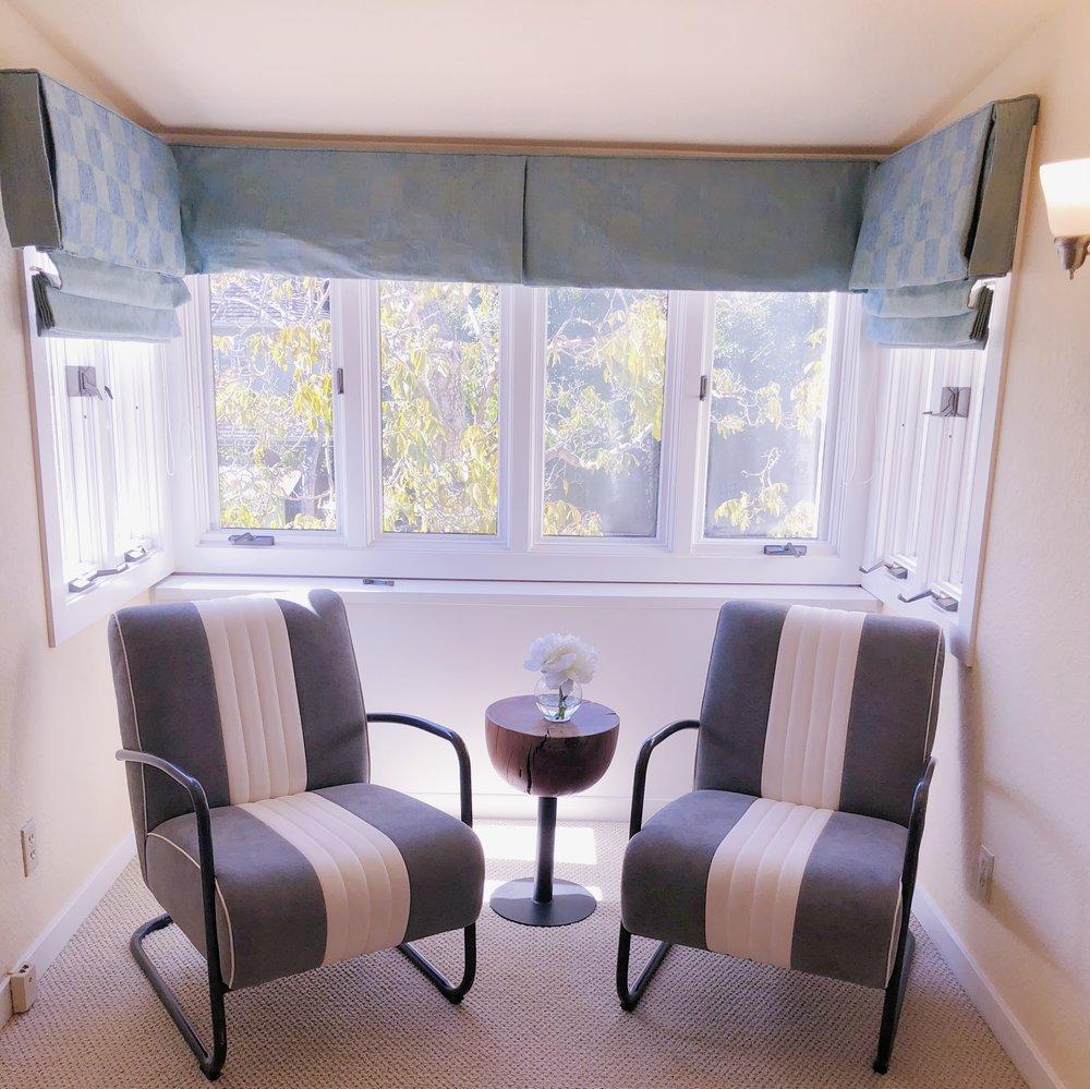 palo alto window seating area
