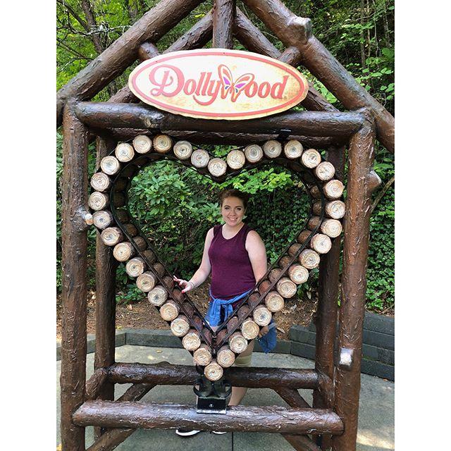 I left my heart in Tennessee ❤️ #dollywood #carowinds  #dollypartonsstampede #biltmore #dreamlanddrivein #goatselfie #goatsofinstagram