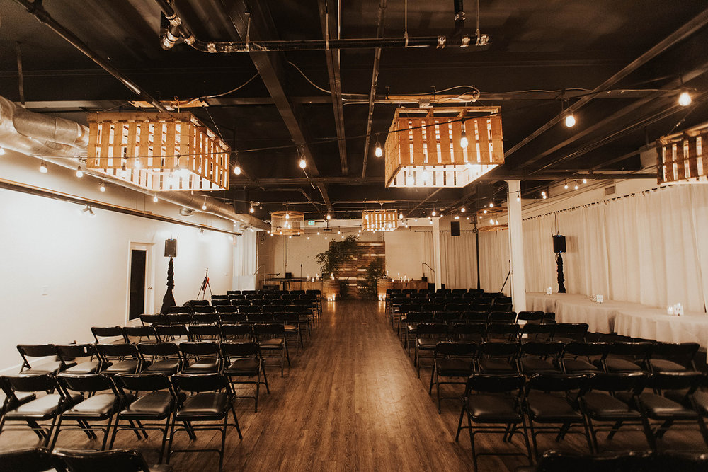 The use of our black folding chairs, 8'x8' wooden palette wall, and wine barrels made for a classic, minimalistic ceremony set up that we always admire.