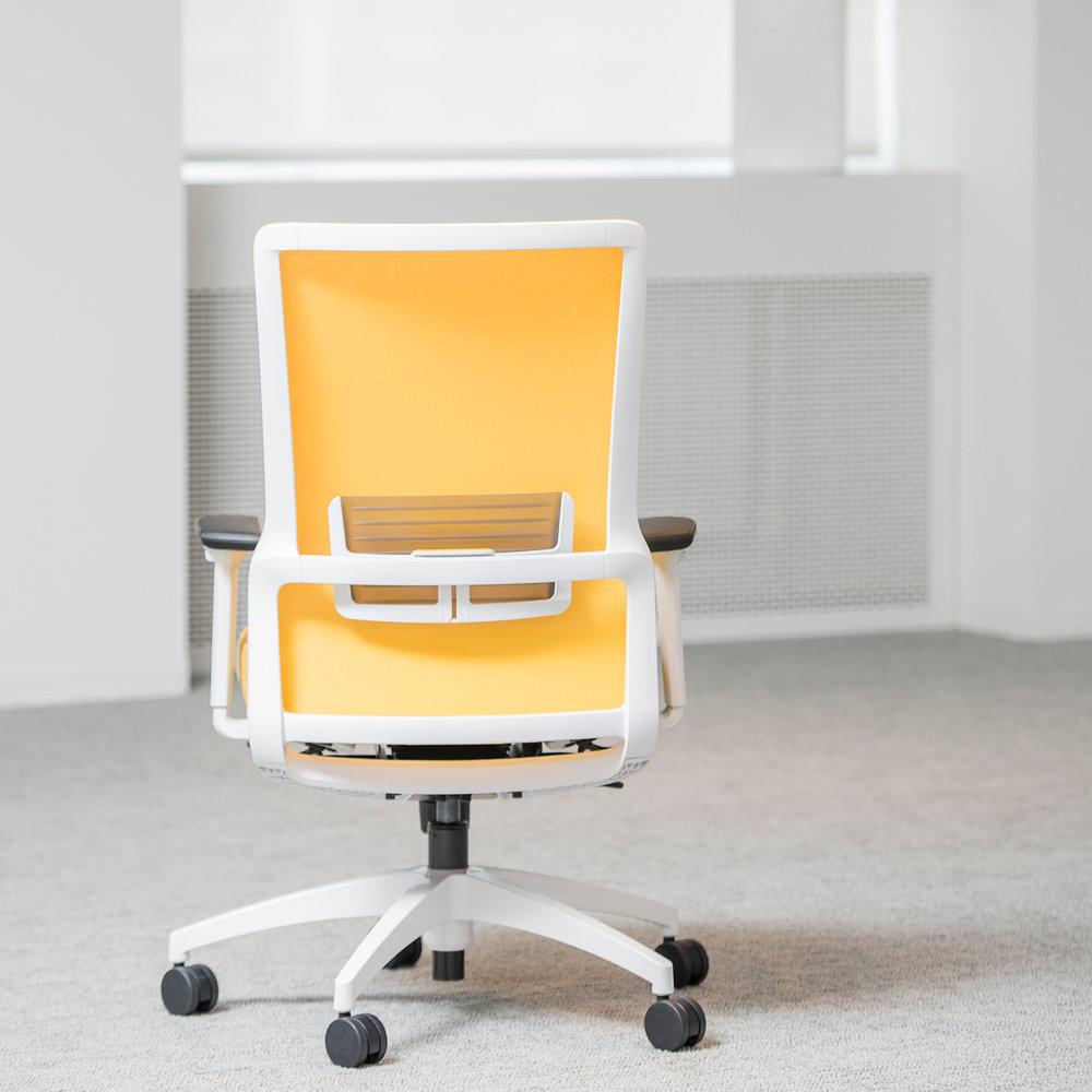 novo_lemon_white_back_showroom.jpg