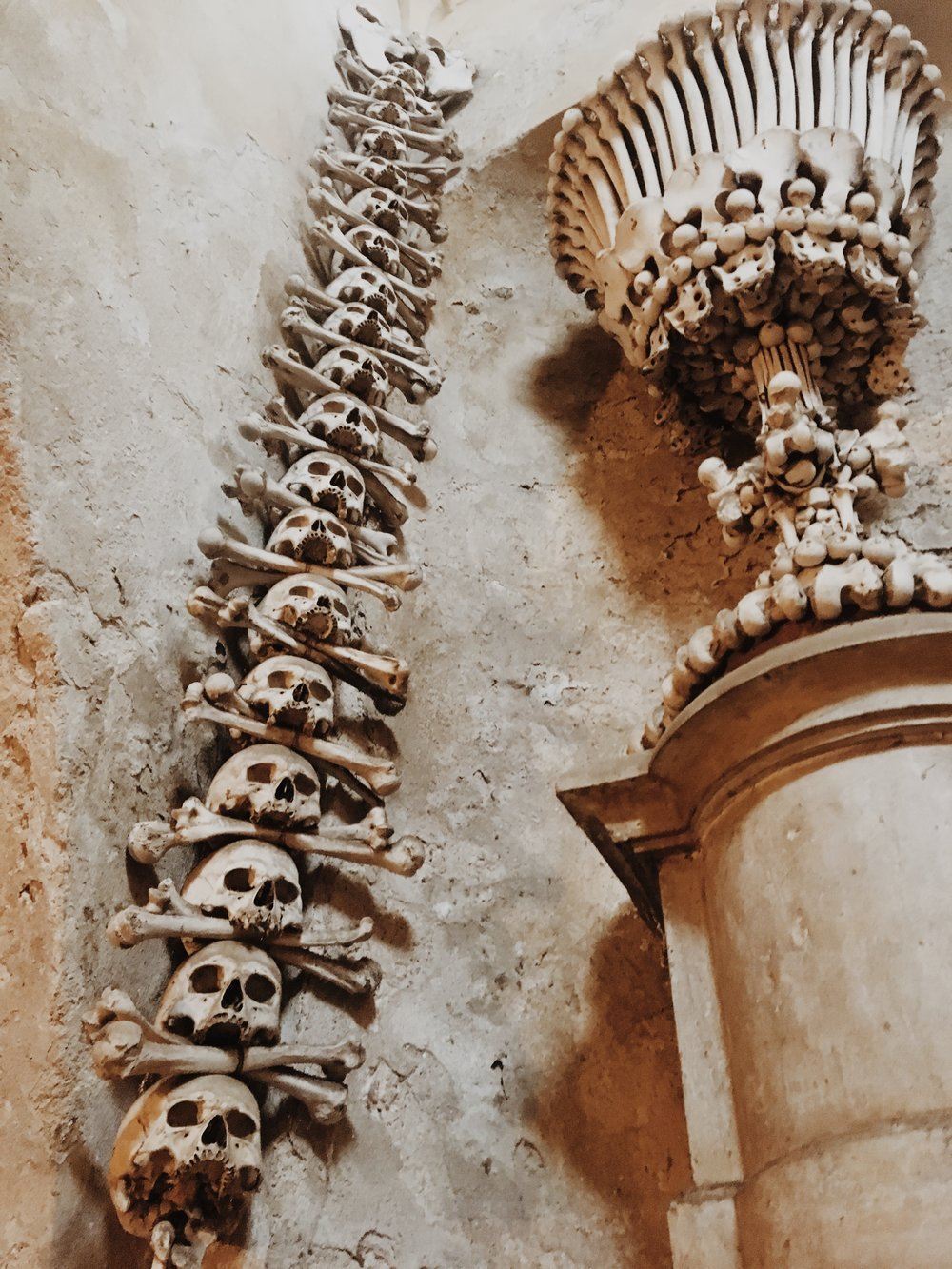 Sightseeing in Kutna Horá   Bone Church