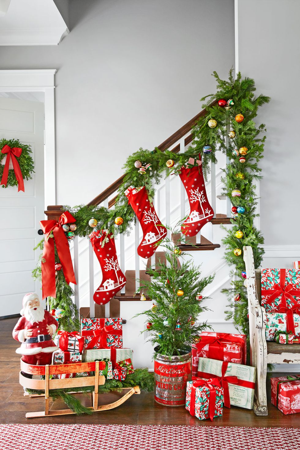 1478275490-spirit-christmas-past-stairway-1216.jpg