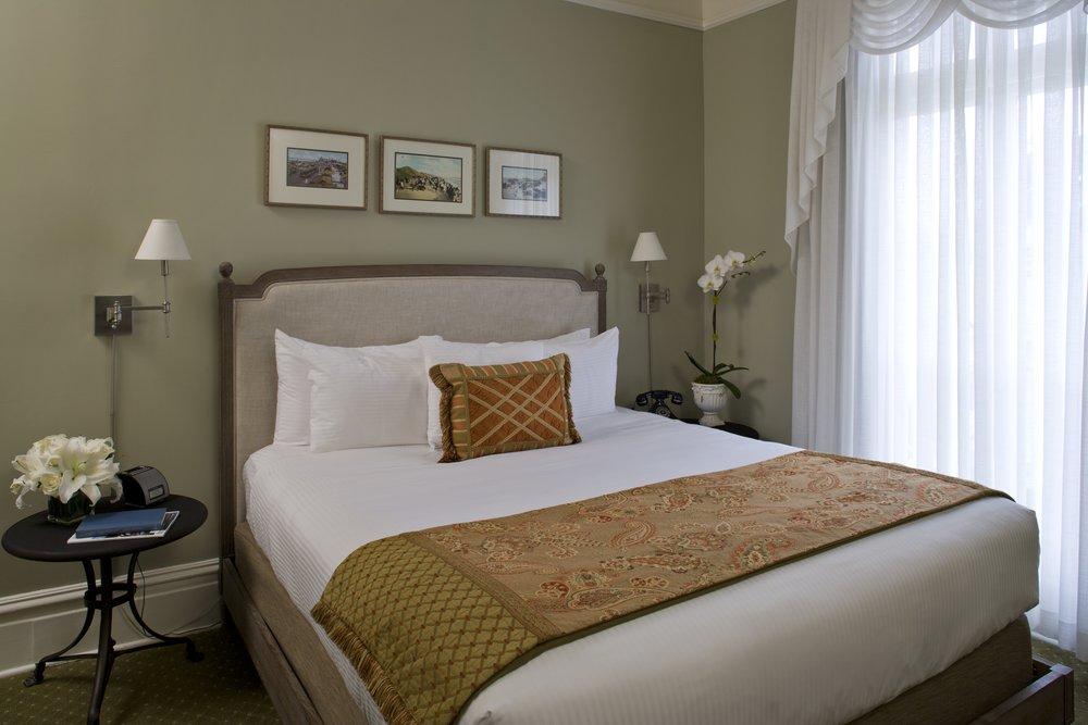 138 bedroom.jpg