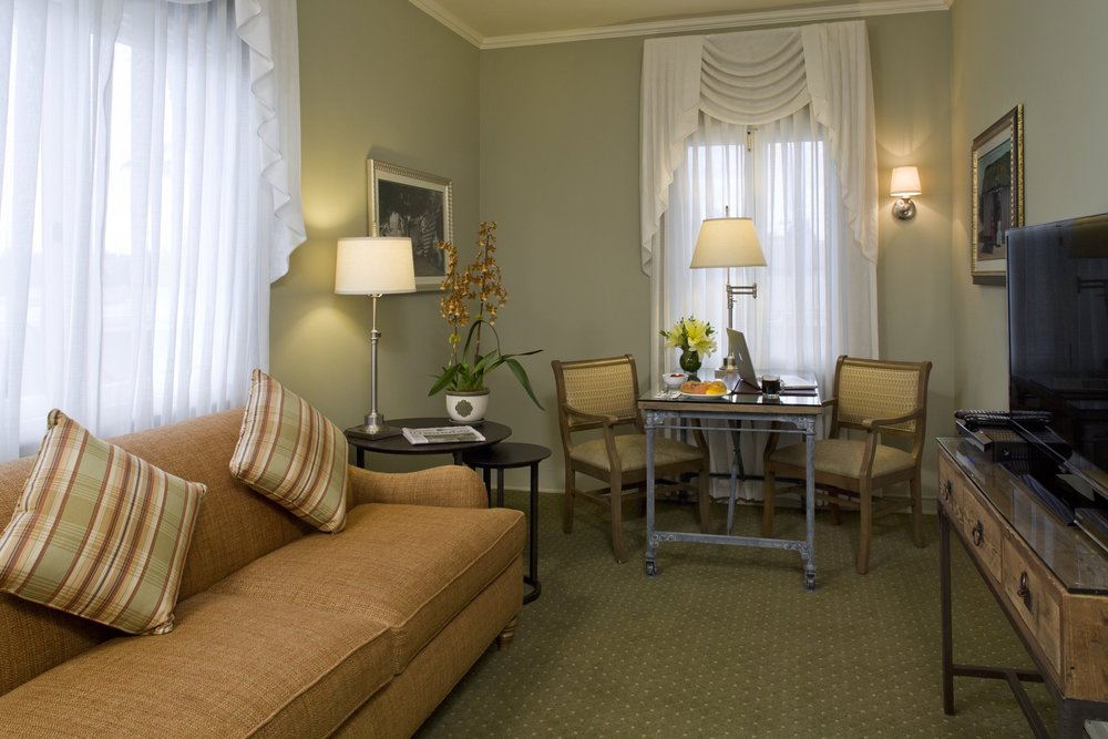 138 Living Room.jpg