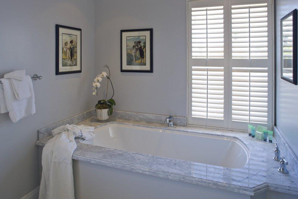 100 penthouse bathroom.jpg