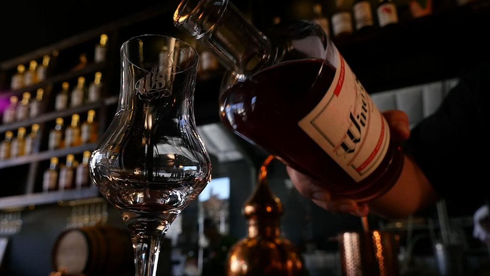 Distilary-Pour-Whisky.jpg