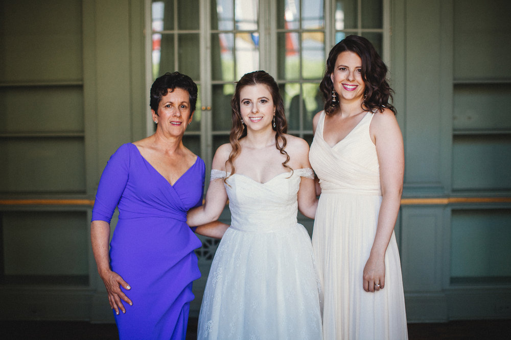 Isabel and Maria and mom.jpg