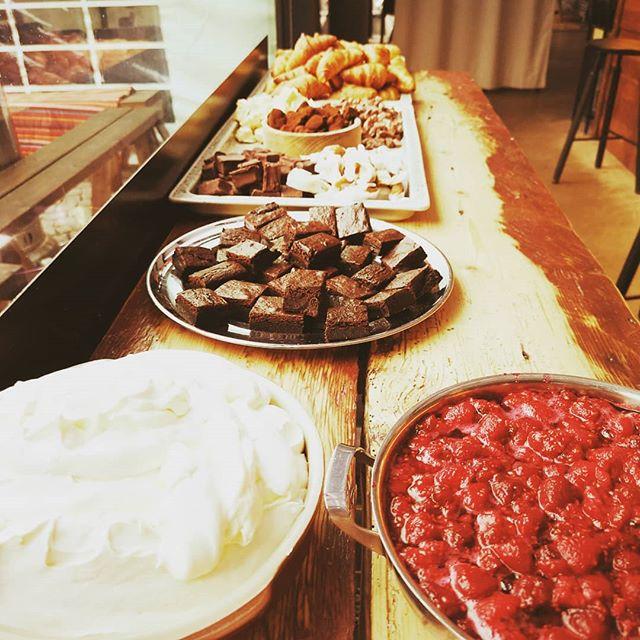 Kom och ät brunch hos oss fram till 14 idag!