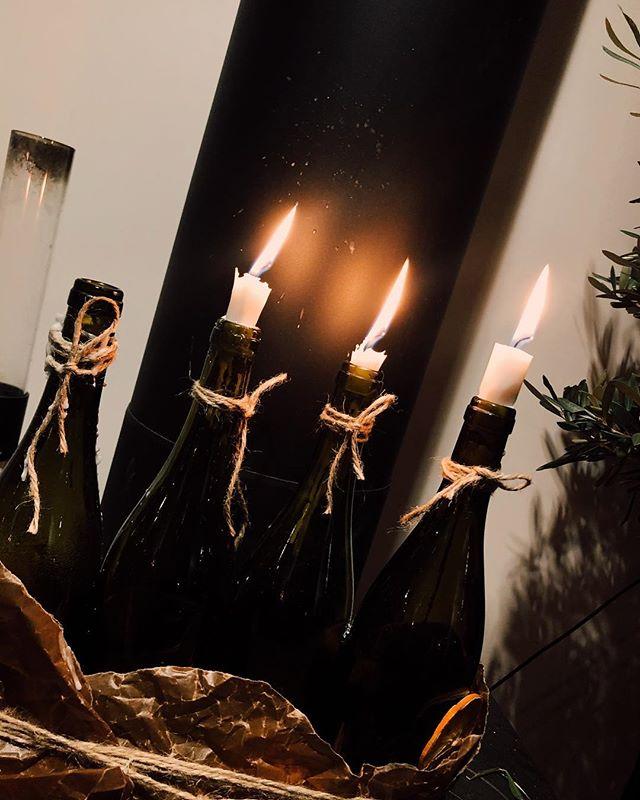 Adventsljusen har snart brunnit ner och julen är avklarad. Vi har öppet kvällstid onsdag - lördag innan nyår. Välkomna att boka bord på Landbron.se eller 0455 41400. Det går också bra att glida förbi på något gott att dricka i baren. God fortsättning!