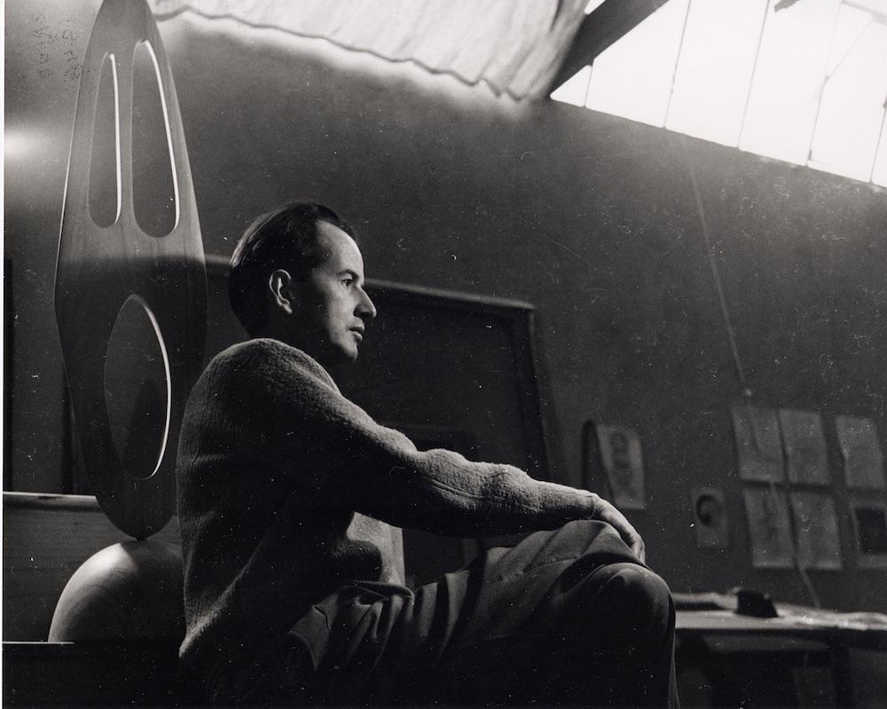 Wolfgang Paaren in his studio in San Angel, Mexico, 1948, photographer: Walter Reuter
